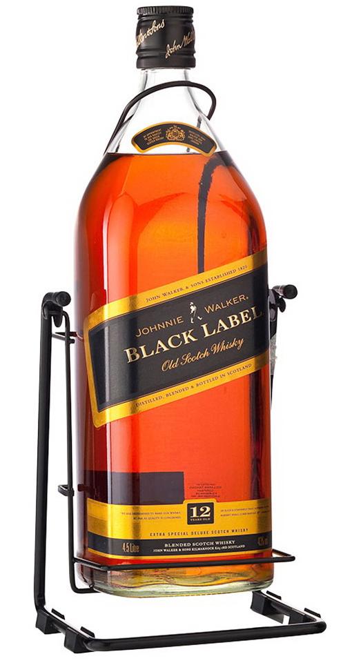 Виски Johnnie Walker Black Label на качелях большая бутылка виски Джонни Уокер Блэк Лейбл 4.5 литра